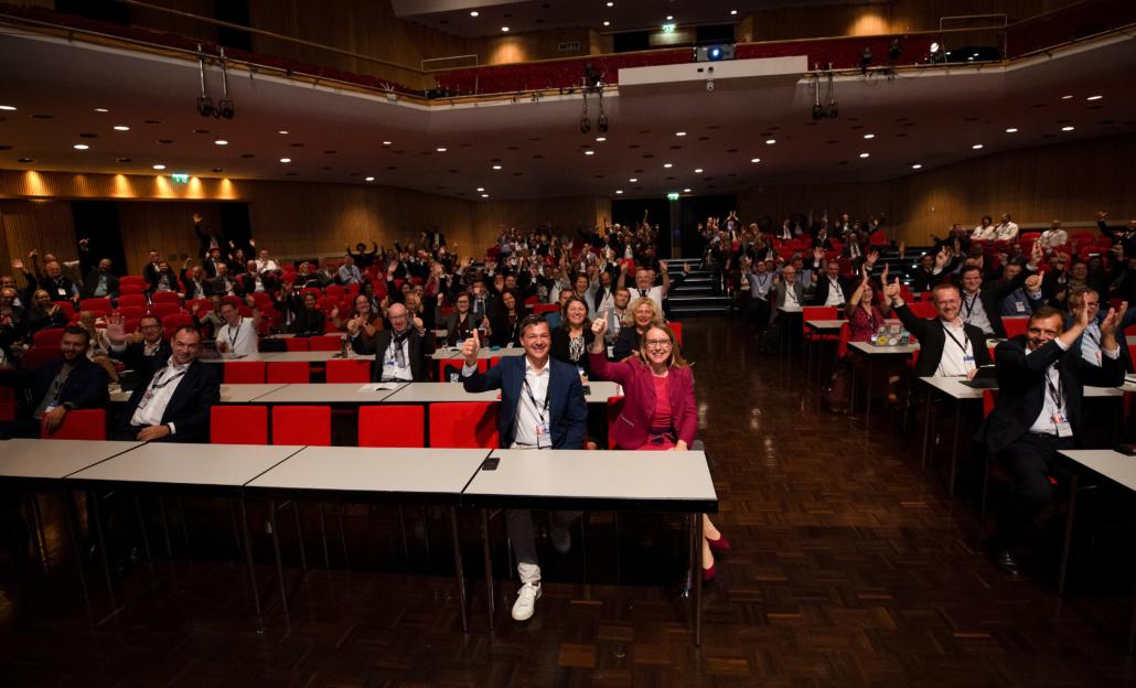 Viele glückliche Gesichter auf der e-Government Konferenz 2021
